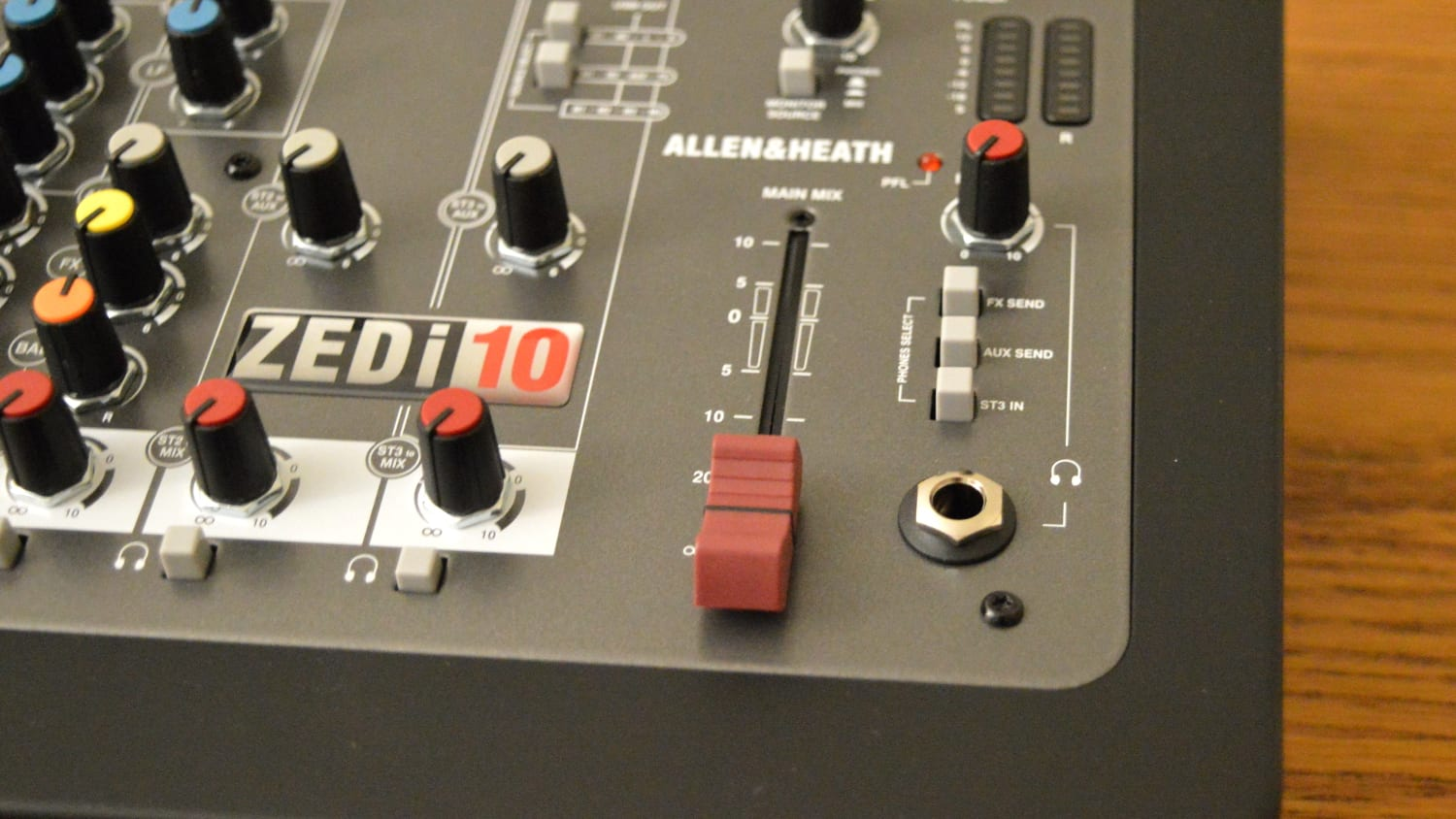 Allen & Heath ZEDi-10 Master