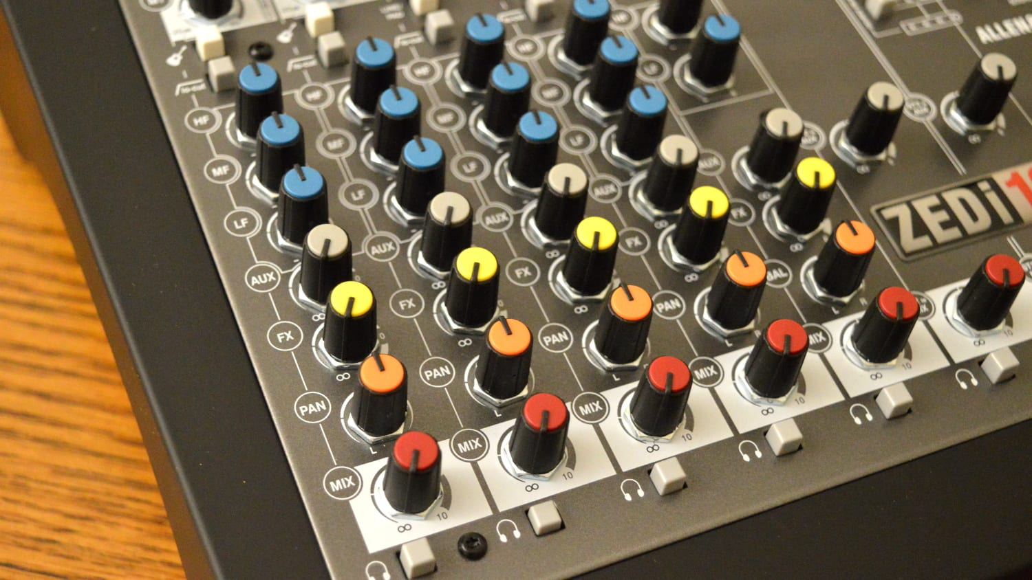 Allen & Heath ZEDi-10 Channels