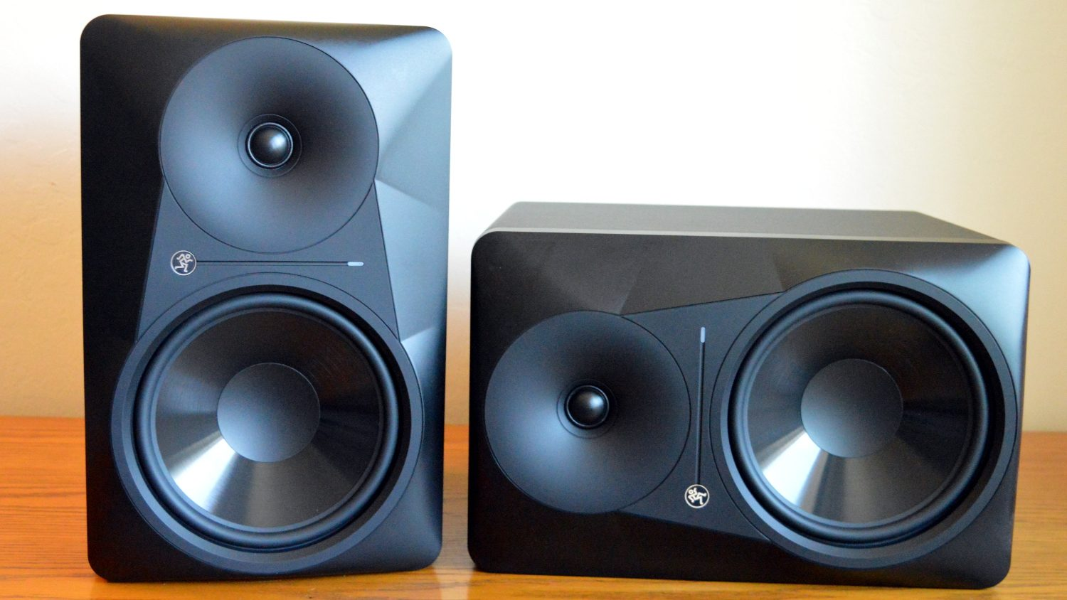 Mackie MR824 Review 1