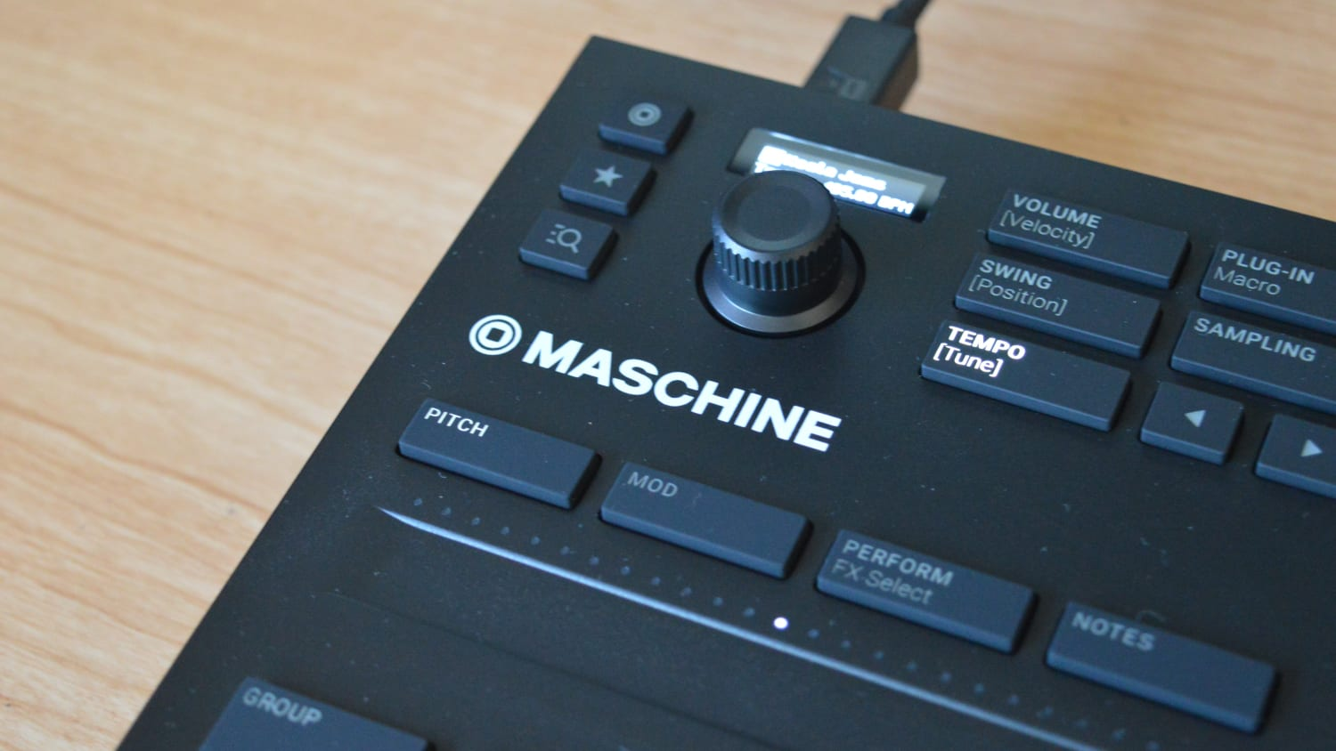 native instruments maschine mikro mk3 review all things gear. Black Bedroom Furniture Sets. Home Design Ideas