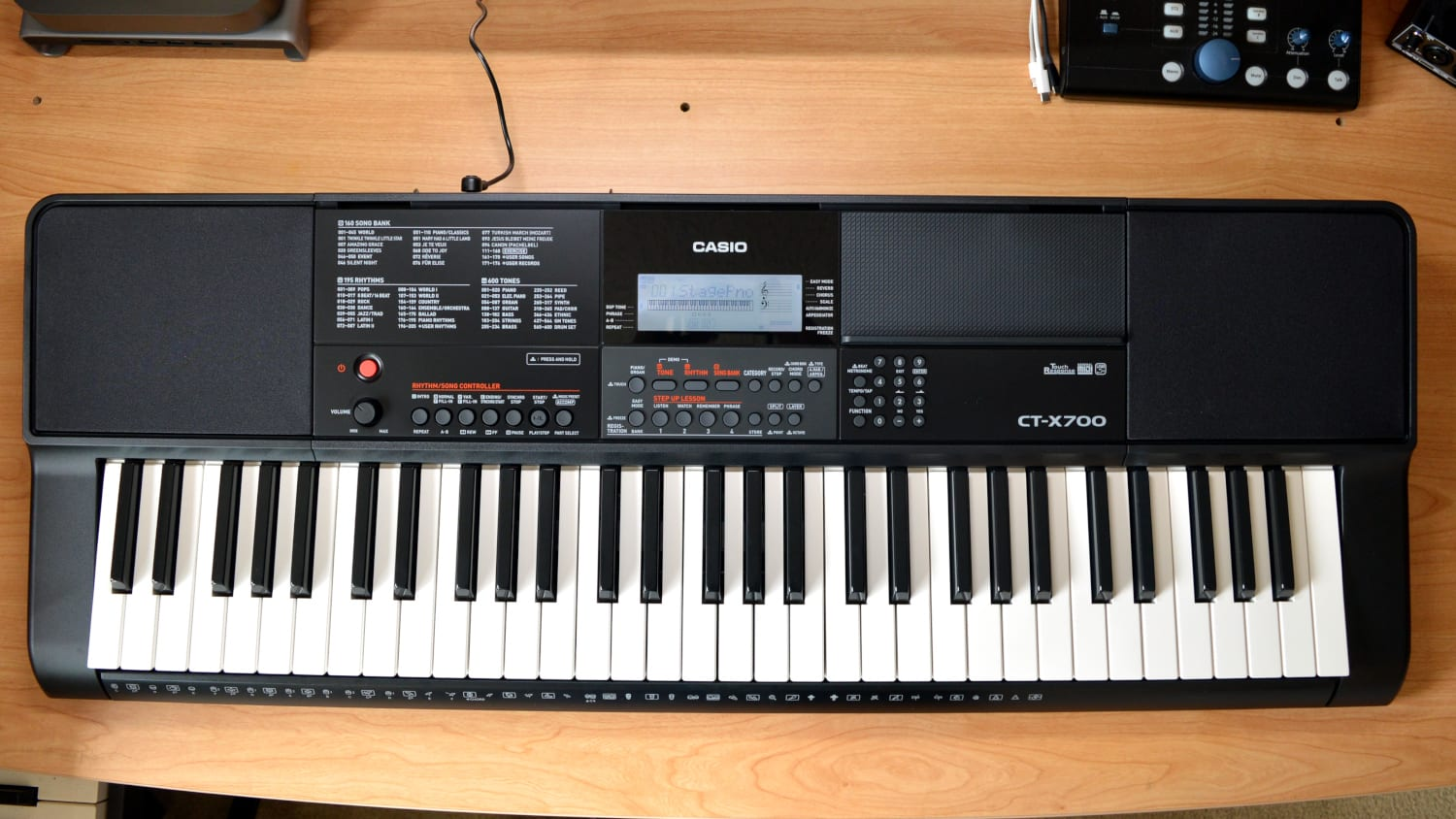 Casio CT-X700 Design